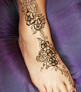 Tattoo Auf Dem Fuß : henna tattoo die 20 sch nsten tattoo ideen f r hand arm fu und r cken ~ Frokenaadalensverden.com Haus und Dekorationen