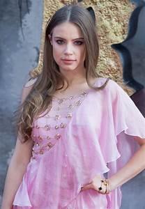 """Xenia Tchoumitcheva – """"King Arthur: Legend of the Sword ..."""