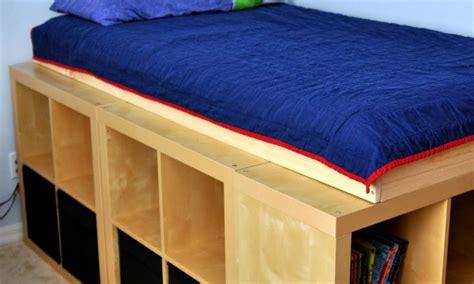 ikea meubles de bureau lit avec rangement avec kallax ou expedit bidouilles ikea