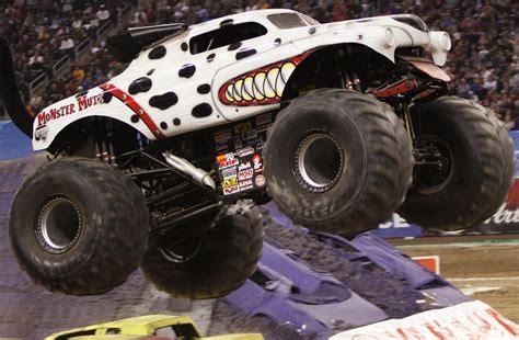 monster mutt truck videos monster trucks monster mutt www pixshark com images