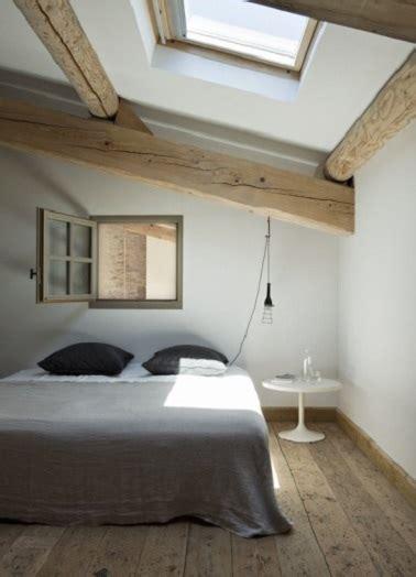 chambre blanche et bois déco blanche et bois dans la chambre sous combles