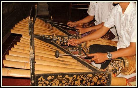 Selain jenis dan contohya, setiap alat musik ansambel juga memiliki perbedaan dalam memainkannya. Jenis Gamelan Yang Ada Di Bali Contohnya - Berbagai Contoh