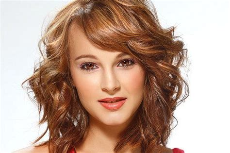 hair styles curly 1000 ideas about trendy medium haircuts on 5372
