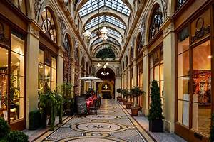 Galerie Vivienne Paradise Found Around