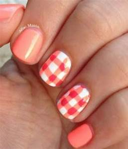 Nails to Have: Gingham Nail Designs - Pretty Designs