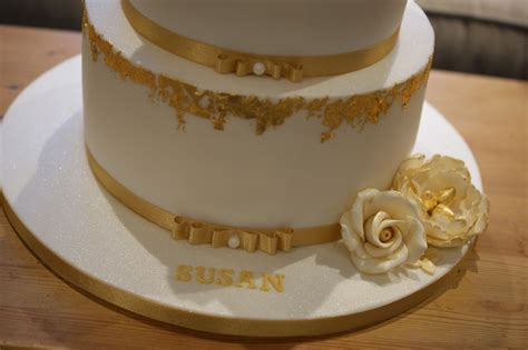 These designs are a great way to celebrate a birthday! Gold Leaf 60th Birthday Cake - Bakealous