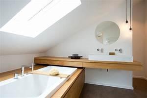 Badezimmer Tapete Wasserabweisend : bad im dachstudio modern badezimmer frankfurt am ~ Michelbontemps.com Haus und Dekorationen