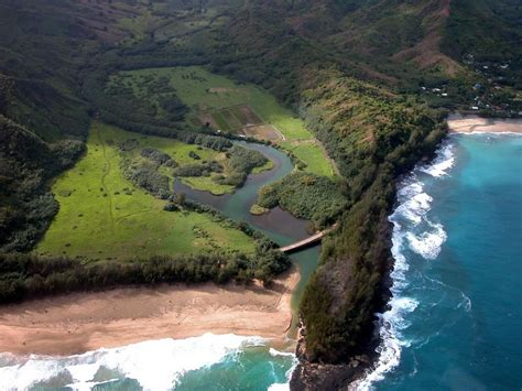Ruggedly Beautiful Na Pali Coast Tropical Paradise For