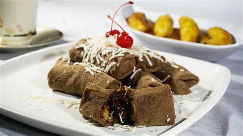 Resep ini bisa menghasilkan 30 potong kue, dengan waktu pembuatan lebih kurang 40 menit. Resep Cara Membuat Dadar Gulung Pisang Coklat Mudah - Crepe Banana Choco Roll - YouTube