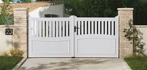 Portail de clôture en pvc pour maison individuelle