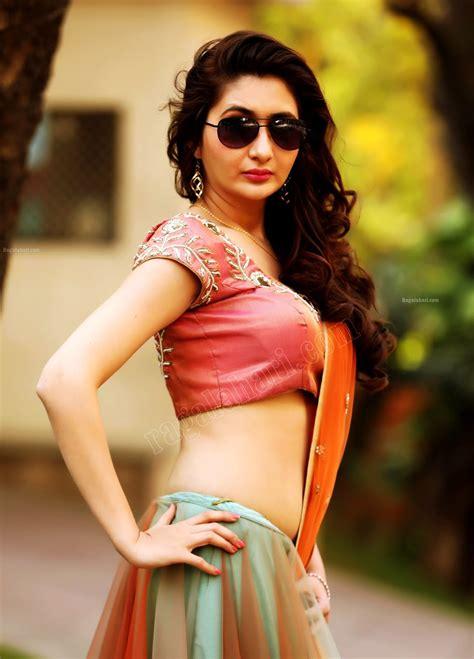 Chiffon sarees have always been a symbol of sensuality. Hot Indian Actress: harshada patil hot saree navel