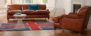 canape club et deco vintage dans un interieur moderne With tapis d entrée avec coloration canapé cuir