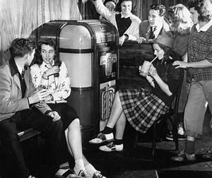 Saturday night dance 1950s jukebox/radio, milkshakes ...