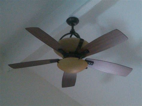 How To Change A Ceiling Light by We Two Hton Bay Fan Light Units And We Cannot