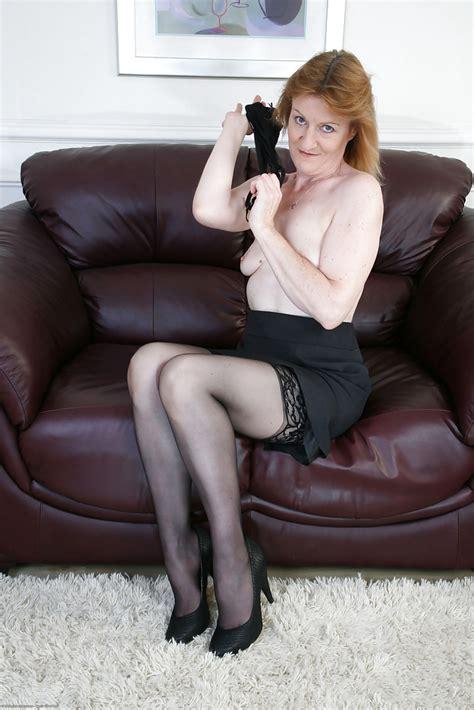 Mature Woman Clare Cream In Stockings Spreading Her Legs