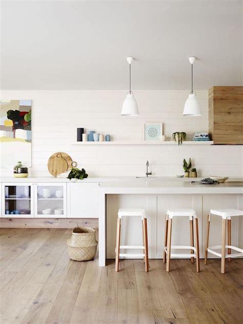 image cuisine blanche cuisine blanche et bois en 20 variantes cosy chics