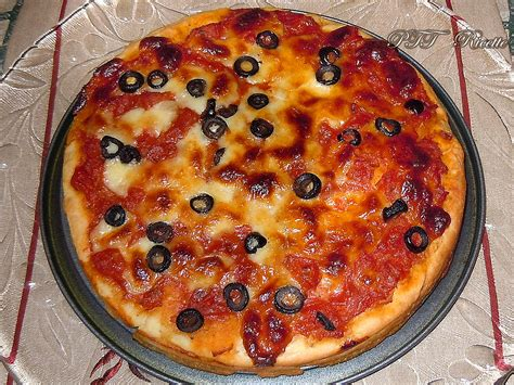 pizza fatta  casa ricetta preparazione pizza ptt ricette