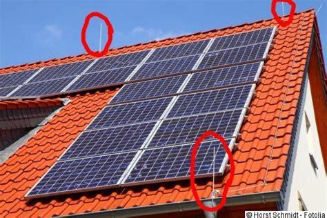 Lagesicherung Pv Anlagen Auf Flachdaechern by Effektiver Photovoltaik Blitzschutz Erdung