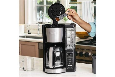 This hamilton beach 49976 is a portable, lightweight, programmable drip coffee maker from hamilton. 11 Best Drip Coffee Makers (2020) - Heavy.com