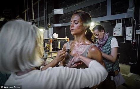 alicia vikander ripped tomb raider
