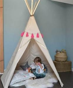 Fabriquer Tipi Enfant : diy coin de jeux pour un bebe fille coussins tapis blanc toile beige comment fabriquer un ~ Voncanada.com Idées de Décoration