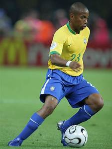 FAMOUS PEOPLE: robinho pictures