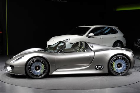 New Porsche 918 Spyder Sports Plug In Hybrid Concept