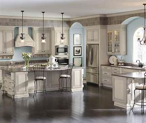 Cream Cabinets with Glaze - Diamond Cabinetry