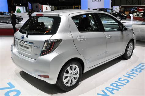 how to fix cars 2012 toyota yaris parental controls 2012 toyota yaris hybrid plays big brother to the prius c autoblog