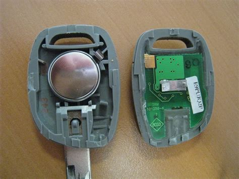 voiture 3 si es auto suite au chgmt des piles de la clef twingo 16v 2001 ne