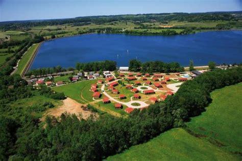 hotel madame vacances les chalets du lac de la vingeanne haute marne frankreich hotelsearch