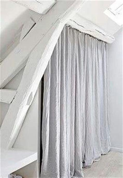 rideaux pour placard de chambre plutôt que des portes pour un placard sous combles de