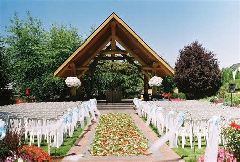 log house garden outdoor wedding venue pictures
