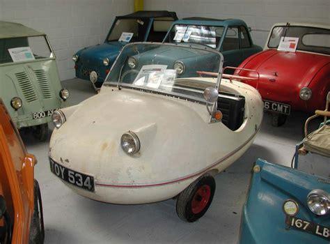 ancienne voiture sans permis automobile garage siege auto