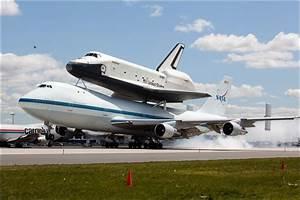 Space shuttle Enterprise zooms past NYC landmarks - Toledo ...