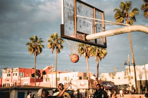 image libre terrain de basket gens jouer rue ball