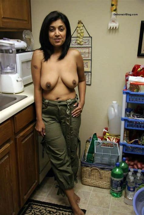 Indian Mom Xxx Sexy Photos रंडी माँ की नंगी चूची और गांड