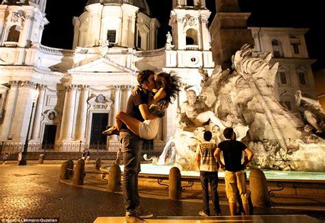 photographer ignacio lehmann captures couples kissing