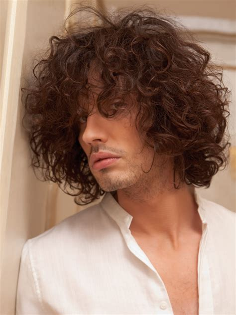 S Curls Hairstyles by S Hairstyle With Large Curls And A Lot Of Motion