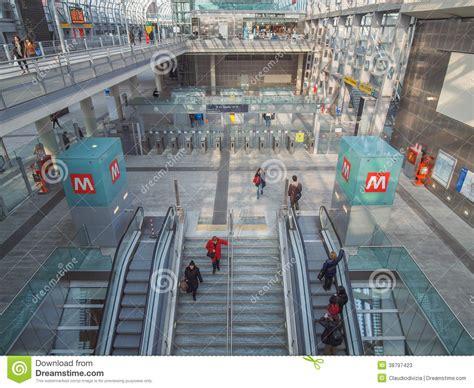 Metropolitana Torino Porta Susa by Stazione Di Torino Porta Susa Fotografia Stock Editoriale