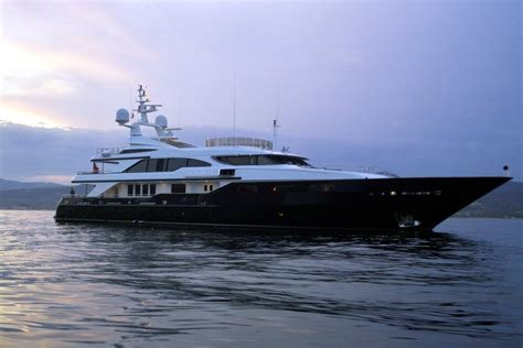 fileluxury yacht   gulf  saint tropez jpg