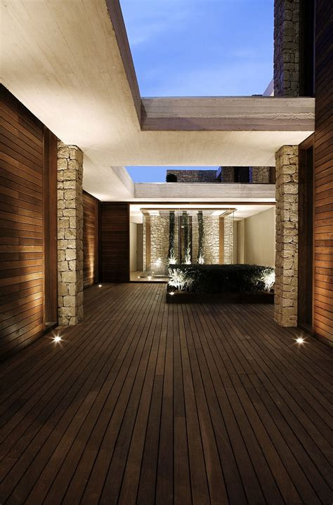 courtyard lighting contemporary home  monasterios