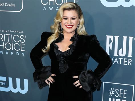 Kelly Clarkson Teases Epic Opening for the 2020 Billboard ...