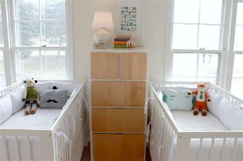 chambre de jumeaux astuces déco chambre d enfants et amménagements jumeaux
