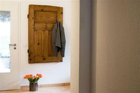 Garderobe Selber Bauen Alte Tür Nimmt Gästen Die Jacke Ab