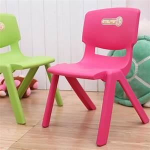 Petite Chaise En Plastique : petite chaise en plastique pi ti li ~ Teatrodelosmanantiales.com Idées de Décoration