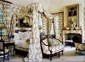 Vendita gommapiuma per cuscini e tappezzeria: Divani e arredi in stile vittoriano