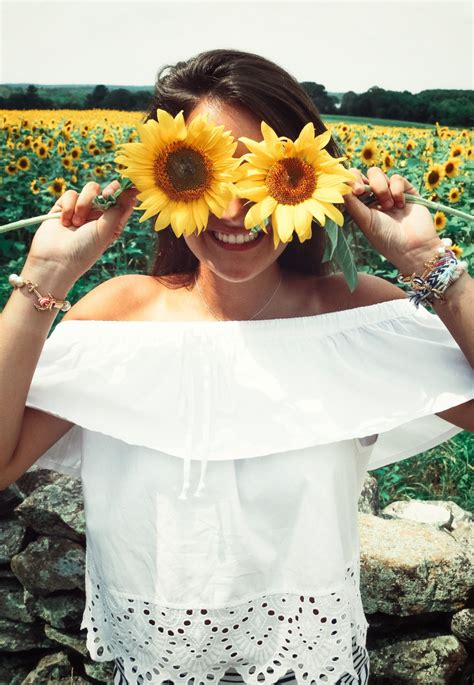summer lifestyle spring lifestyle flower pose face