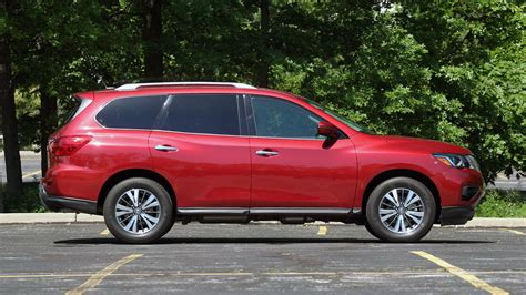 2017 Pathfinder Review by 2017 Nissan Pathfinder Review Keeping Pace With Maturing