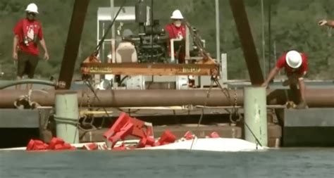 Duck Boat Uscg by Uscg Salvage Team Recovers Duck Boat Involved In Deadly